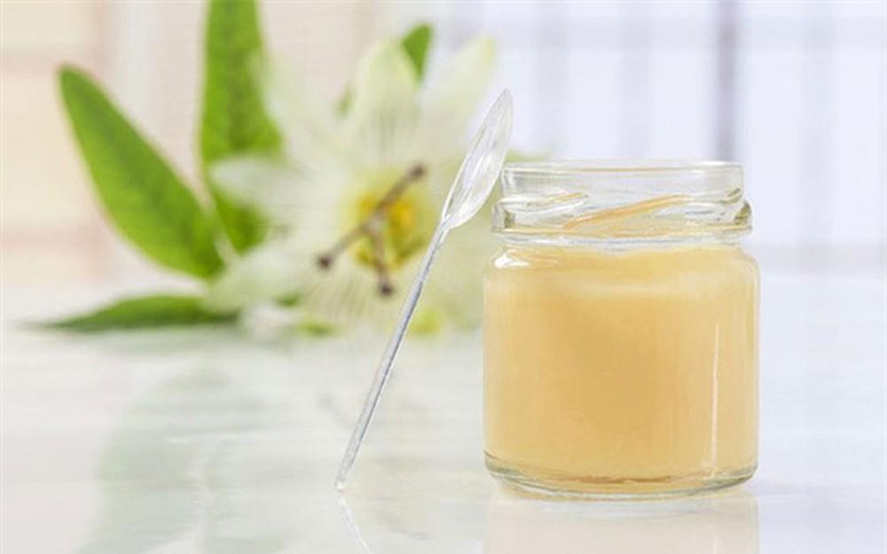 sữa ong chúa pha với nước