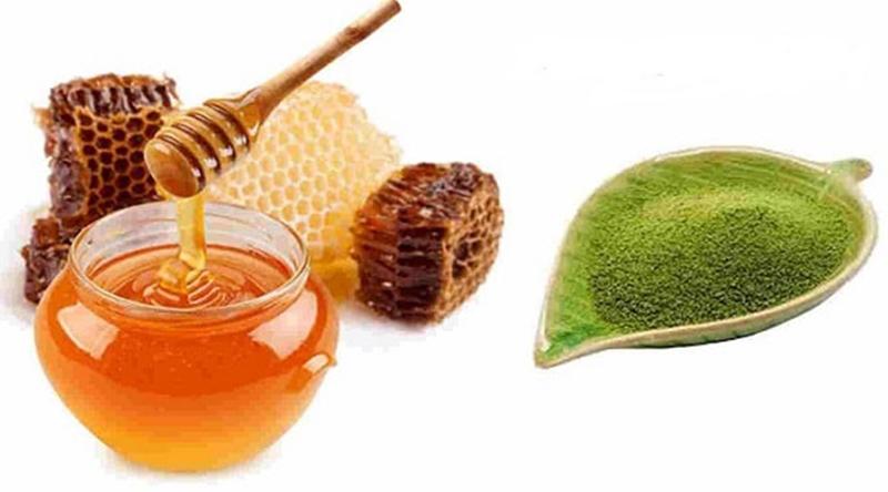 Bột trà xanh với mật ong trong trong làm đẹp
